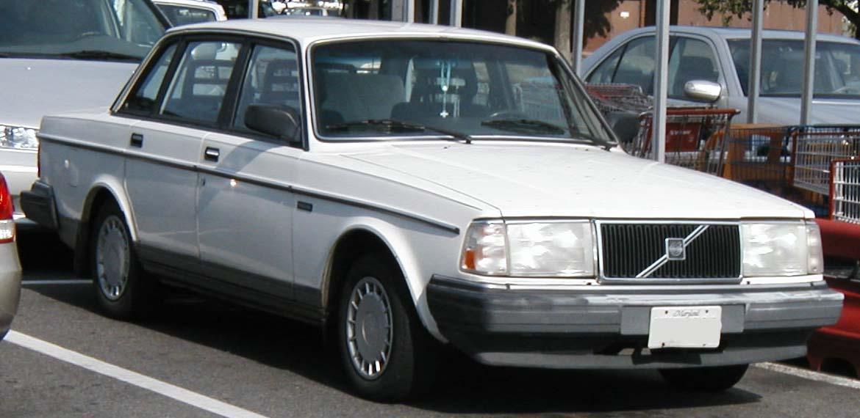Volvo-240-sedan