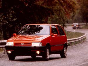 Fiat Uno Punainen